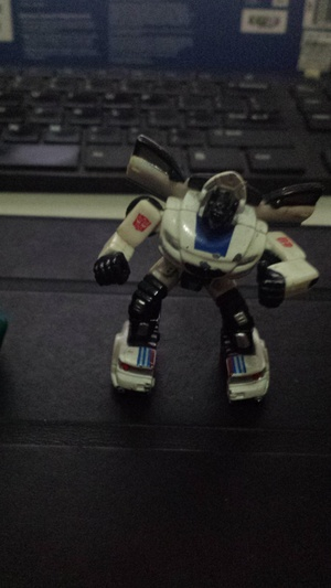 Posted on r/transformers: I have a small die-cast Jazz and I forgot where I got it from. Can anyone identify what toy line it is?