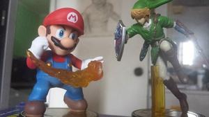 Mario and Link amiibos