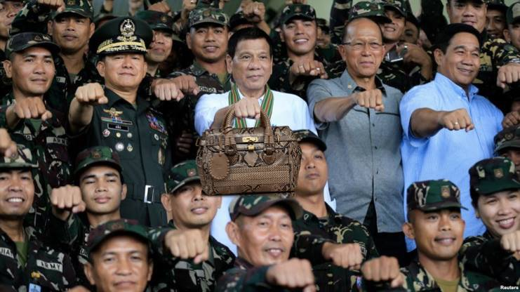 RT @marocharim: IDK, but #DuterteCarriesThings can be a thing