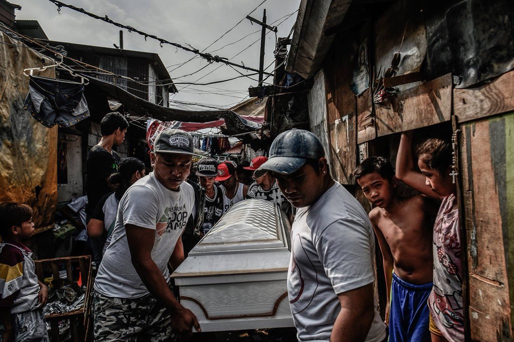 During a cold night last February, at a Manila slum called Happyland (a play on the Filipino word 'hapilan'—meaning 'garbage dump'), everyone was awakened by knocks on their doors. Policemen in plainclothes had arrived and forced everyone to leave (continued in thread)